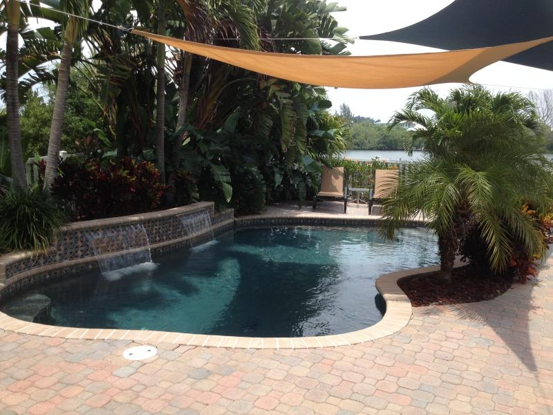Private Heated Tropical Pool - Palm Island Waterfront Pool Home 3 BR  / 2 Bath!! - Englewood - rentals