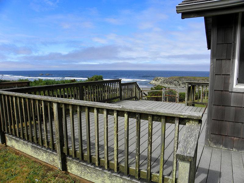 A big deck on the south side... - The Beachcomber - Bandon - rentals