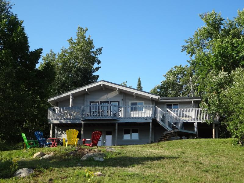 Front view of cottage from the lake - Waterfront Cottage McKellar/Parry Sound Ontario - McKellar - rentals