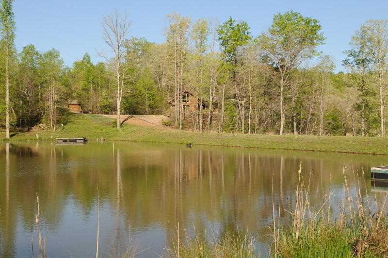 Cabin nestled between the pond and river - The River Cabin at Grove River Ranch - Gillsville - rentals