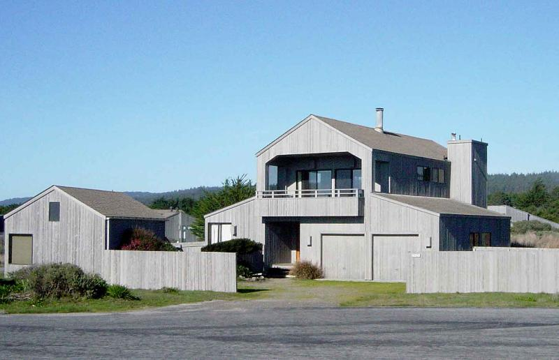 exterior--great house with a reverse floor plan! - SR-12 - SR-12 - World - rentals