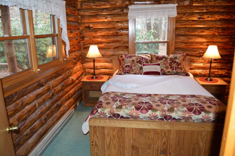 designer linens - Shavers Fork Riverfront Log Cabin - The Big Poplar - Elkins - rentals