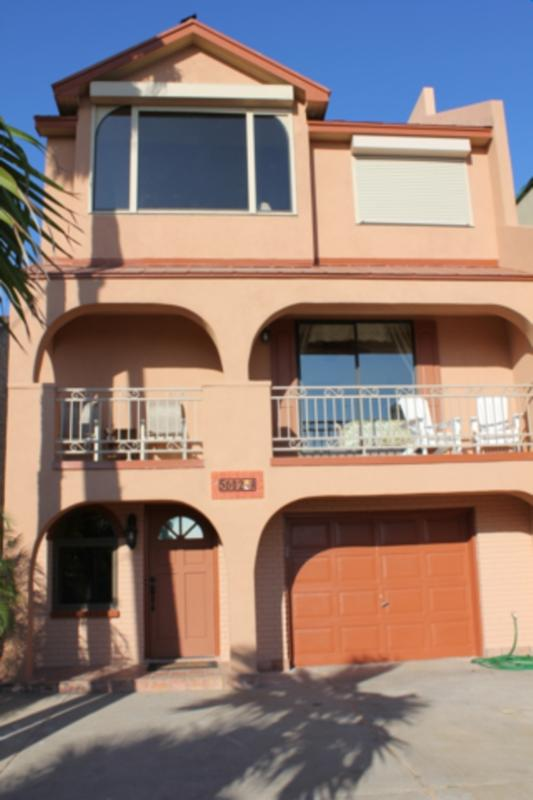 Casa de las Palmas  Private home, pool & boat slip - Image 1 - South Padre Island - rentals