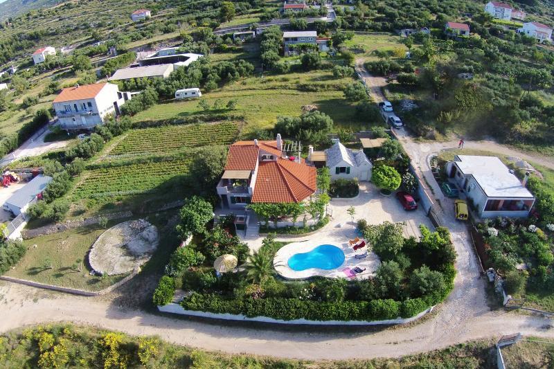 Villa Beleca with private pool - Image 1 - Kastel Gomilica - rentals