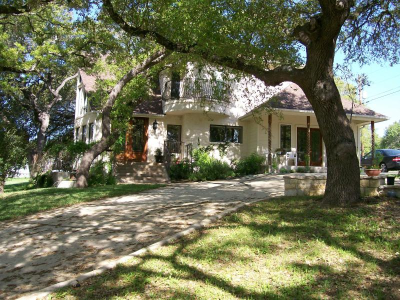 Ramsay House Bed & Breakfast - but on the private side of our home for your privacy. - Ramsay House B&B - hot tub, river, bbq grills - Wimberley - rentals