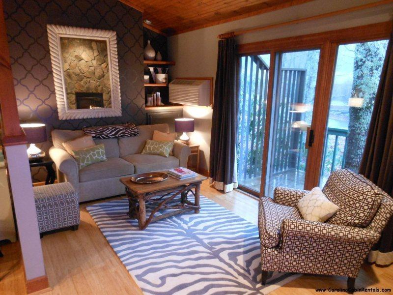 Cozy Living Room with Updated Designer Furnishings - Croatan Cottage - Boone - rentals