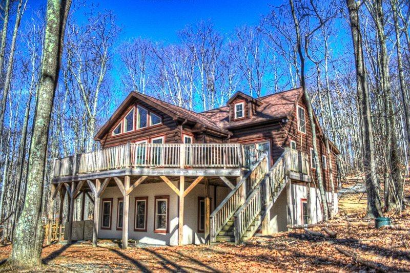 Beech Log Cabin With Wraparound Decks and Seasonal Views - Beech Log Cabin - Beech Mountain - rentals