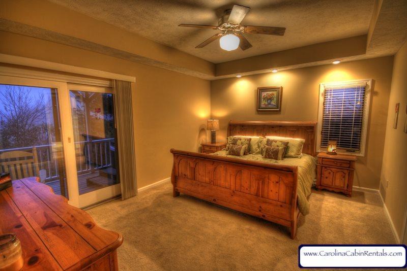 Flat Top Lodge Master King Bedroom on Main Floor - Flat Top Lodge - Blowing Rock - rentals