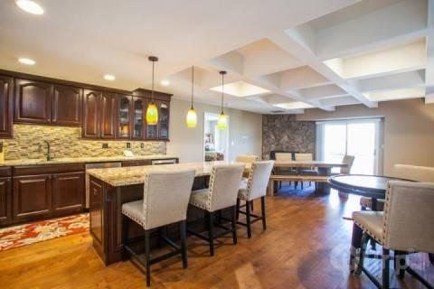 Welcome to this beautiful Avon Center penthouse. The open Kitchen and Dining Room create a classy atmosphere to socialize with friends and family. - Avon Center 801 - Avon - rentals