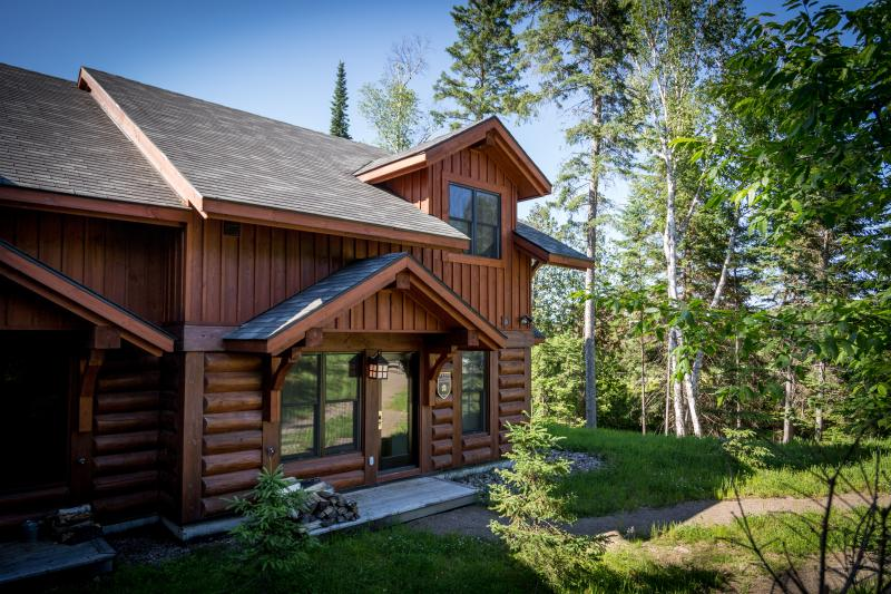 3 bedroom Semi-Detached Log Cabin Hideaway - Image 1 - Lac-Superieur - rentals