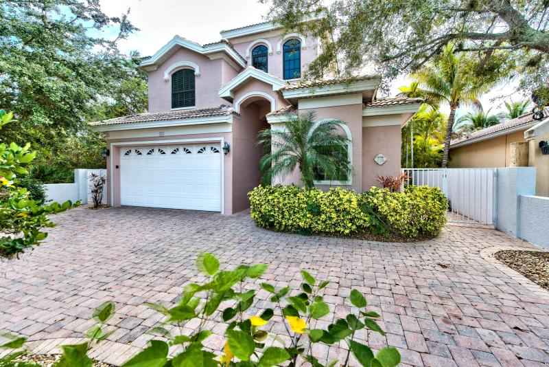 http://naplesfloridavacationhomes.com/ - Sorrento Vacation Rental - Naples Park - rentals
