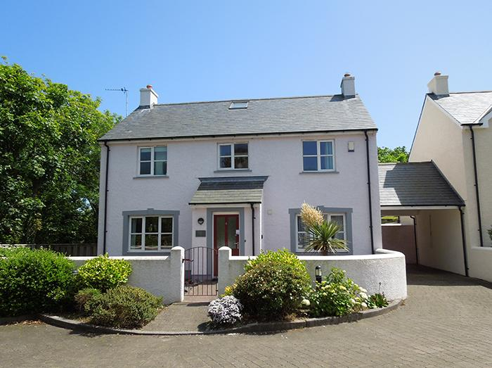 Five Star Pet Friendly Holiday Home - The Retreat, Little Haven - Image 1 - Little Haven - rentals