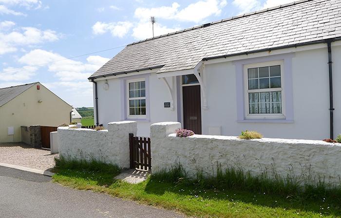 Pet Friendly Holiday Cottage - Violet Cottage, Nr Pembroke - Image 1 - Pembroke - rentals