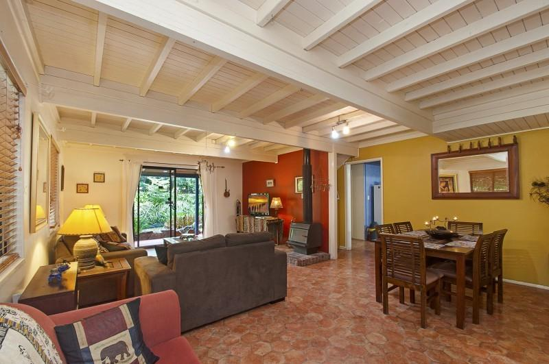 African Cottage Living Area - African Cottage - Maleny - rentals
