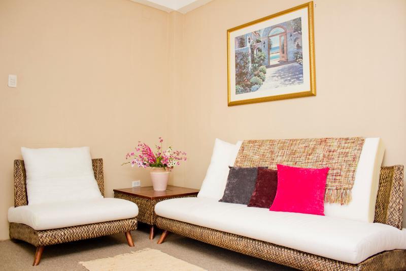 Sandy Living Room photo #2 - Cheers!! Sandy Suite! - Caroni - rentals