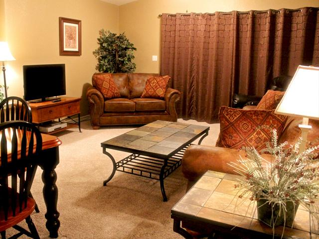 Living Room with new furniture - Great family condo with Jacuzzi at Holiday Hills - Branson - rentals