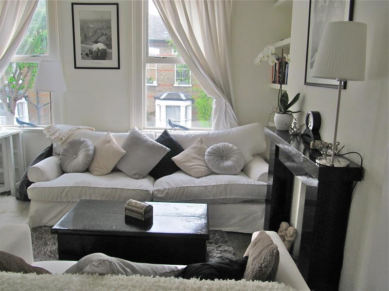 Living room - 3-bed 2 bath luxury townhouse 3-5m to river Thames - London - rentals
