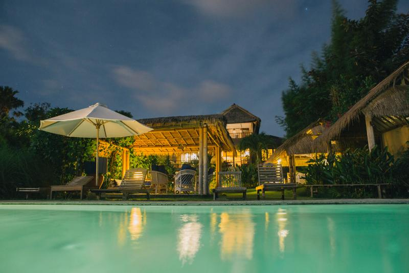 "Swimming pool and Villa by night. - ""Surf Lodge"" uluwatu-padang - Pecatu - rentals"