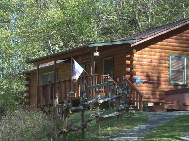 Elk Crossing- Log Cabin w/Hot Tub & View (Apr-Oct) - Image 1 - Maggie Valley - rentals