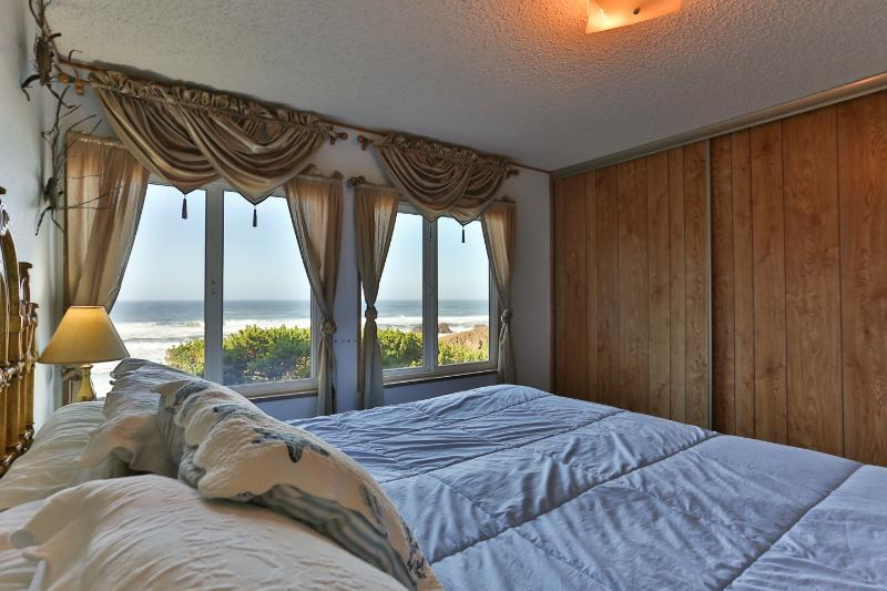 Ocean View. Honeymoons. Hot Tub. Secluded. $239 - Image 1 - Seal Rock - rentals
