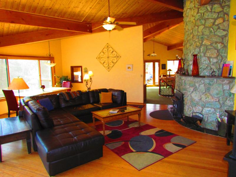 Cozy living room with massive granite fireplace - Yosemite Tree House - Solitude and Beauty~hot tub - Yosemite National Park - rentals