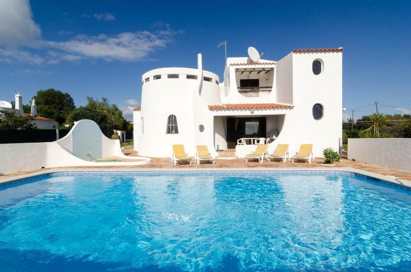 This beautiful 4 bedroom house with lush gardens offers peace and tranquillity - Casa Alexandra - Carvoeiro - rentals