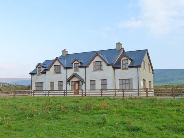 BAY VIEW, detached cottage with sea views, woodburners, pet-friendly, near Allihies, Ref 903631 - Image 1 - Allihies - rentals
