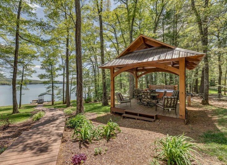 Spa and Picnic Area overlooking Lake - Aquaholic on Lake Blue Ridge - Blue Ridge - rentals