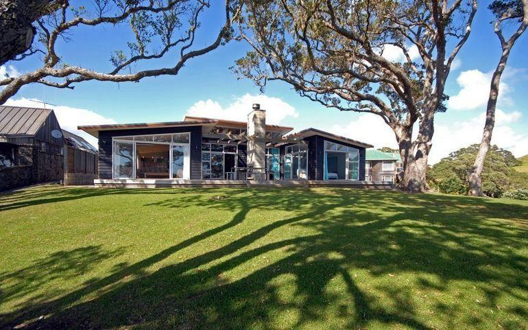 Modern spacious luxury home with panoramic views on absolute waterfront - Coopers Beach Holiday House - Absolute Waterfront Coopers - Coopers Beach - rentals