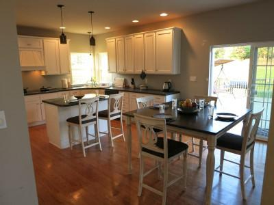 Fully Stocked Eat-In Kitchen - Foxy Mountain Top Estate - Tannersville - rentals