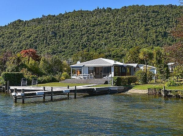 Lakefront Escape - Lake Rotoiti Holiday House - Lakefront Escape - Rotoiti - rentals