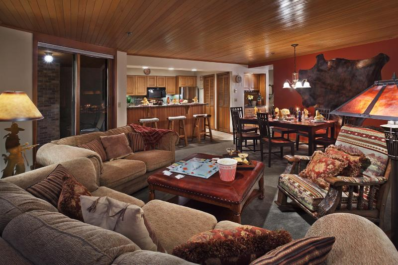 Chateau Chamonix: Montabella's warm and inviting great room. - Chateau Chamonix : Montabella - Steamboat Springs - rentals
