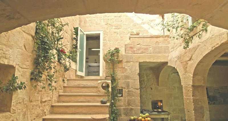 Perched right next to century-old bastions, surrounded by stunning baroque architecture - House of Character next to the Mdina Gate - Mdina - rentals