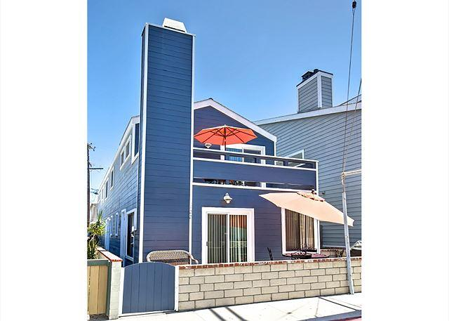 Upper Duplex Only 7 Houses From Ocean!! (68238) - Image 1 - Newport Beach - rentals
