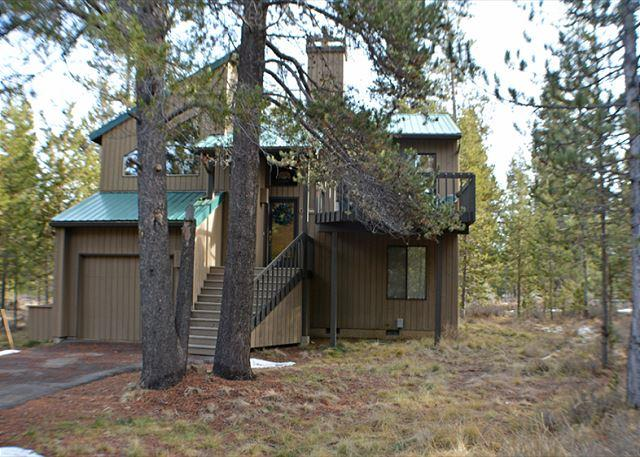 Hot Tub, Fireplace, Pet Friendly, Bikes, 4 Unlimited SHARC Passes - Image 1 - Sunriver - rentals