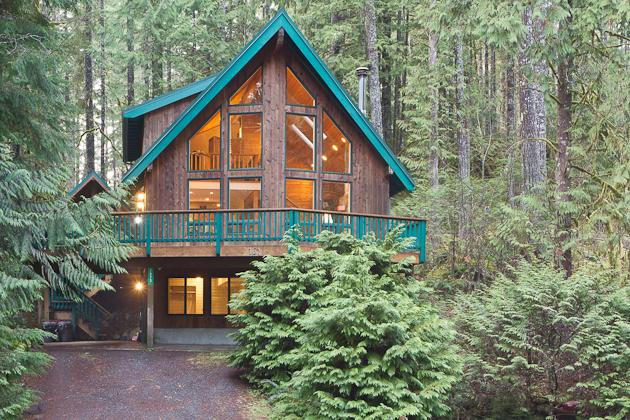 Snowline Grand Lodge, Gated Community, WIFI, Large Deck with Hot tub and Views, Pool Table - Image 1 - Glacier - rentals