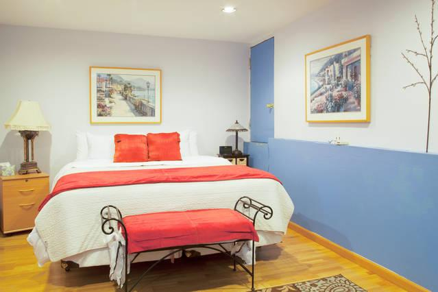 Master bedroom with king size bed - Seperate In law Unit Oakland Hills California - Oakland - rentals