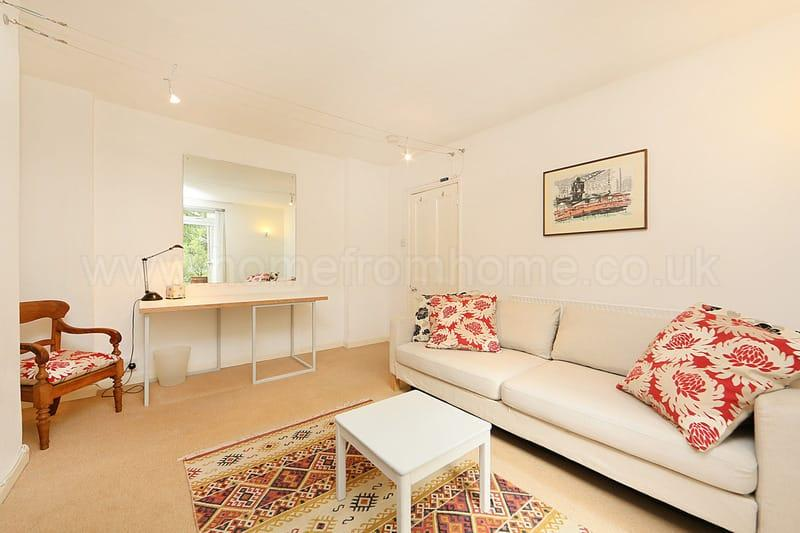 Charming 1 bedroom apartment with patio- Fulham Road - Image 1 - London - rentals