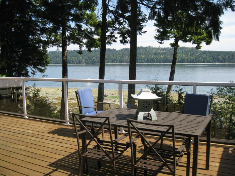 AFFORDABLE OCEANFRONT - MID-VANCOUVER ISLAND! - Image 1 - Fanny Bay - rentals