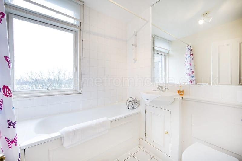 Classically decorated 2 bedroom apartment next to Holland Park- Kensington - Image 1 - London - rentals
