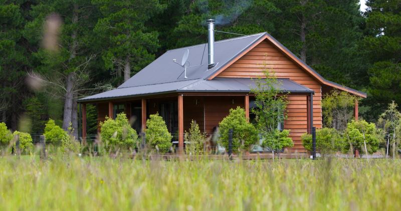 One of 2 standalone Cottages - Woodbank Park Cottages Hanmer Springs New Zealand. - Hanmer Springs - rentals