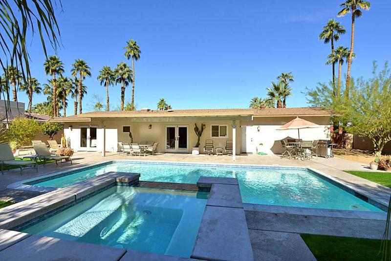 Vintage Paseo Getaway - Image 1 - Palm Desert - rentals