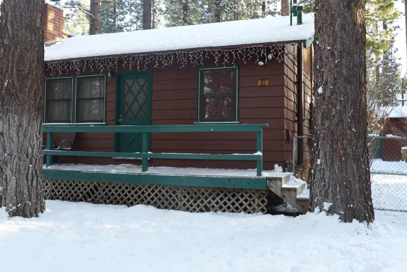 Chalet Dubois-hot tub, wifi, pets are welcome! - Image 1 - Big Bear City - rentals