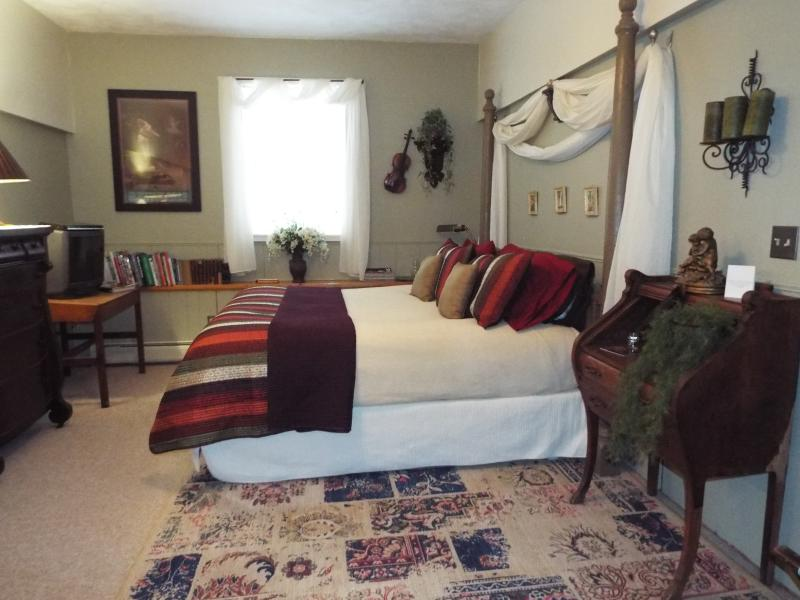 Spacious master bedroom with California king bed. - The Homestead - Private Suite,Cornell,Ithaca, B&B - Brooktondale - rentals