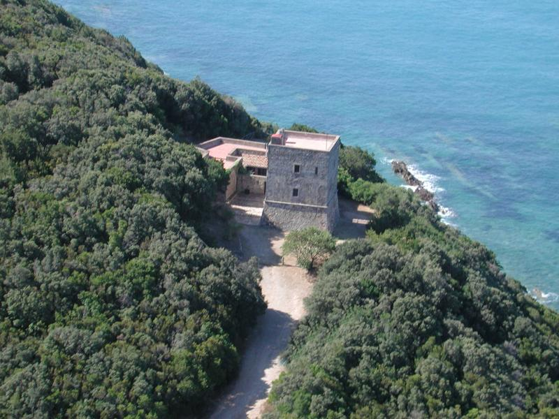 photo area of the tower - CHARMING VILLA, SEAFRONT WITH PRIVATE BEACH ACCES - Talamone - rentals