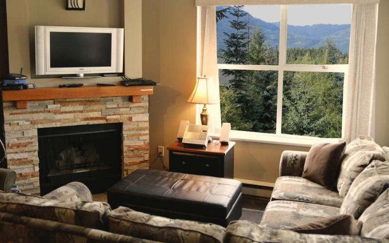 Living Room with mountain view and fireplace - GREAT LOCATION, COMFY, VIEW, AFFORDABLE - Whistler - rentals