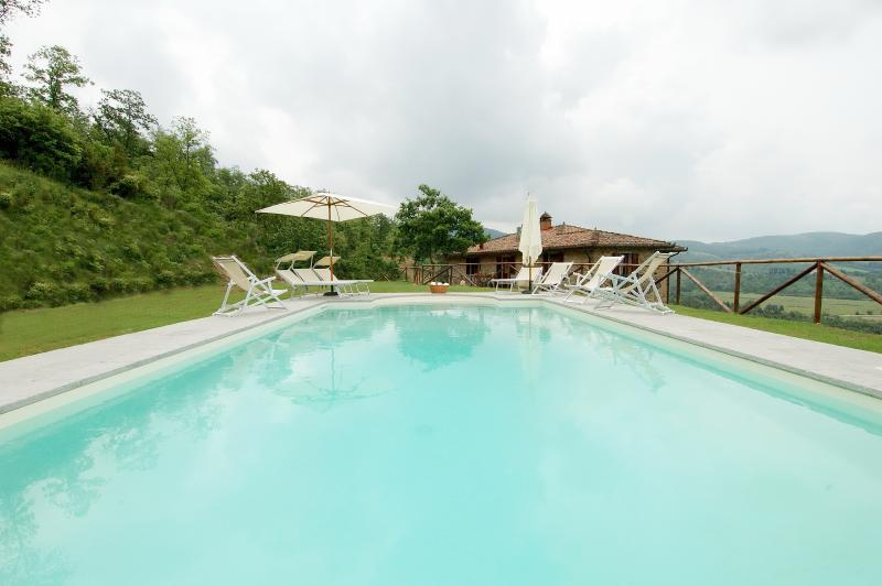 Villa Pian di Marte: a stunning view on the Lake - Image 1 - Perugia - rentals
