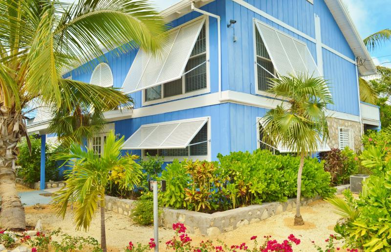 Exterior Hideaway Villa lush canopy, amazing sunset views, private - Grace Bay Beach Villa - near Snorkeling, Pool - Grace Bay - rentals