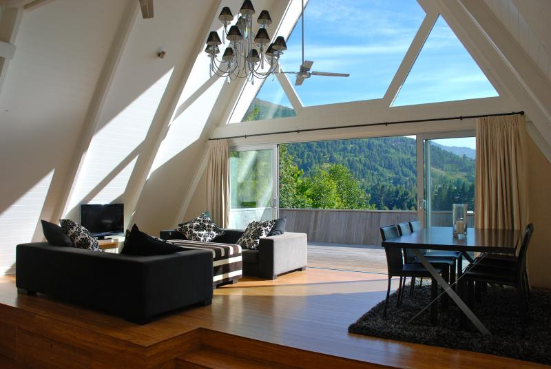 Lounge View - Queenstown Chic Chalet - Queenstown - rentals