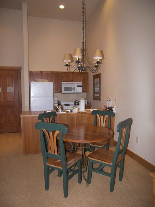Dining and Kitchen - Red Hawk Lodge 1 Bed 1 bath - Keystone - rentals